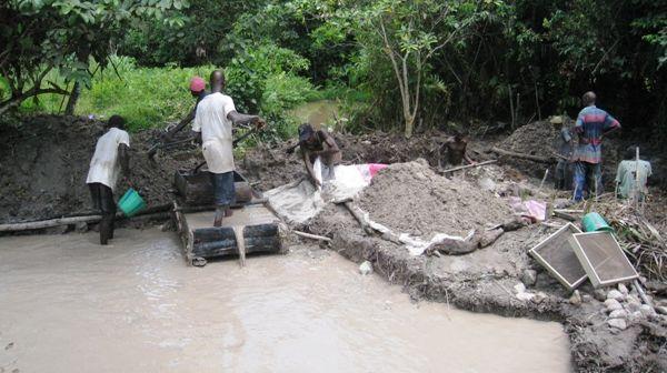 Diamond Diggers in Liberia